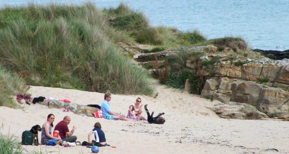 Children on beach 940 x 500