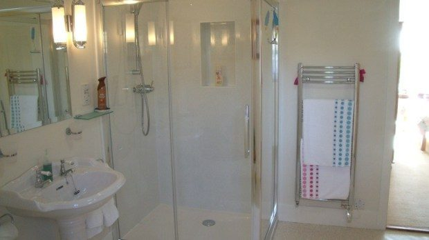 Highcroft-shower-bath